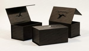 metalized front closure boxes